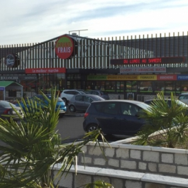 LOCATION - Local commercial 657 m² - Retail Park Les Grands Philambins - CHASSENEUIL DU POITOU
