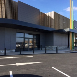 LOCATION - Local commercial 650 m² - Retail Park Les Grands Philambins - CHASSENEUIL DU POITOU 2