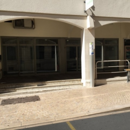 A LOUER - Local commercial 160 m² + parking - Centre ville POITIERS