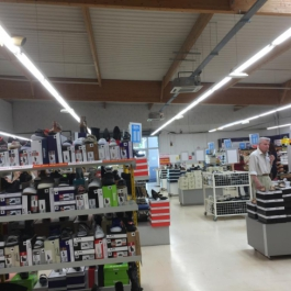 A LOUER - Local commercial 489 m² - Grand Large - ST BENOIT / POITIERS