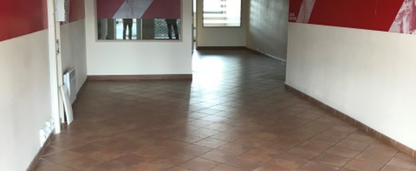 A LOUER - Local commercial 84 m² - POITIERS Sud