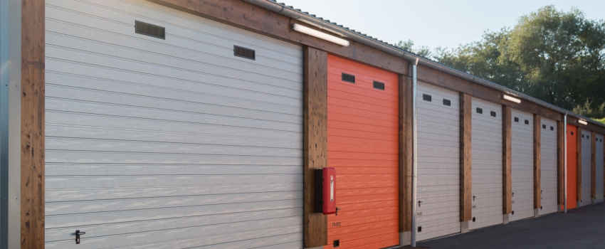 A LOUER - Box stockage 56 m² - POITIERS Sud