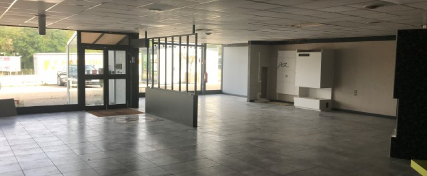 A LOUER - Local commercial de 360 m² environ